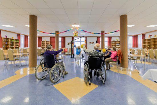 Společenský sál v domově pro seniory